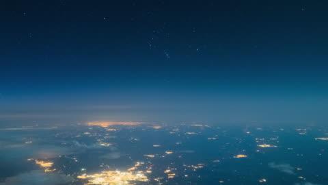 vídeos y material grabado en eventos de stock de vuelo nocturno sobre france europe cockpit pov time lapse - paisaje urbano