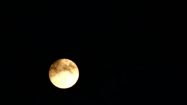 night full moon 4k - spazio e astronomia video stock e b–roll