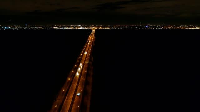夜の高速道路。空撮。夜のトラフィック。 - 街灯点の映像素材/bロール