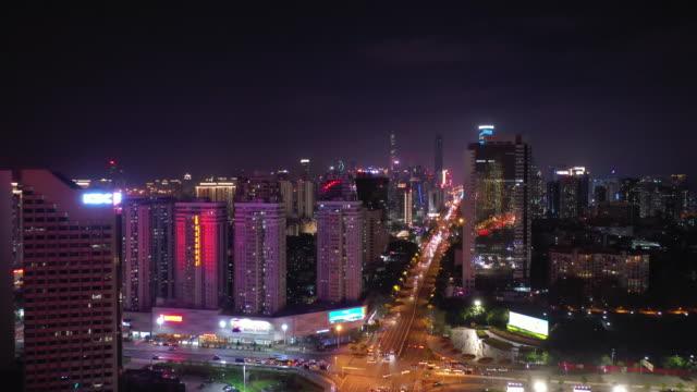 夜照明中国深セン市ダウンタウンのトラフィック通り空中パノラマ 4 k - 広東省点の映像素材/bロール