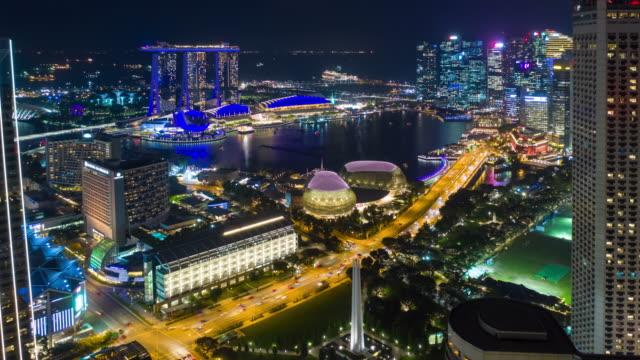 stockvideo's en b-roll-footage met nachtverlichting singapore stadsgezicht marina bay downtown luchtfoto panorama 4k timelapse - baai