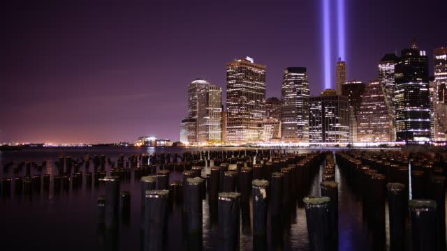 natt ljus 11 september memorial symbol 4 k tid förflutit från manhattan - minnesmärke bildbanksvideor och videomaterial från bakom kulisserna
