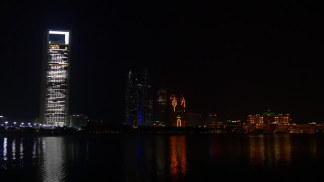 night light abu dhabi marina fountain famous towers bay panorama 4k united arab emirates - uae national day стоковые видео и кадры b-roll