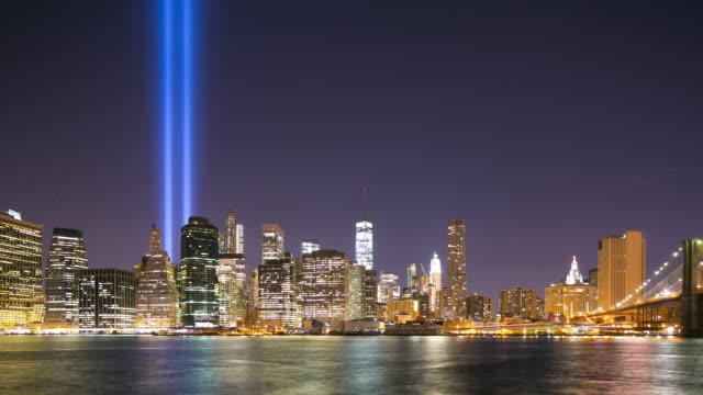 vídeos y material grabado en eventos de stock de panorama de la noche de manhattan el 11 de septiembre, 4 k time lapse de nueva york - memorial day