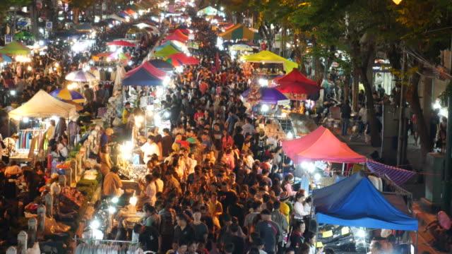 night market in bangkok - video di bancarella video stock e b–roll