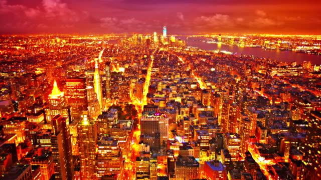vídeos y material grabado en eventos de stock de noche de la ciudad de nueva york - señalización vial