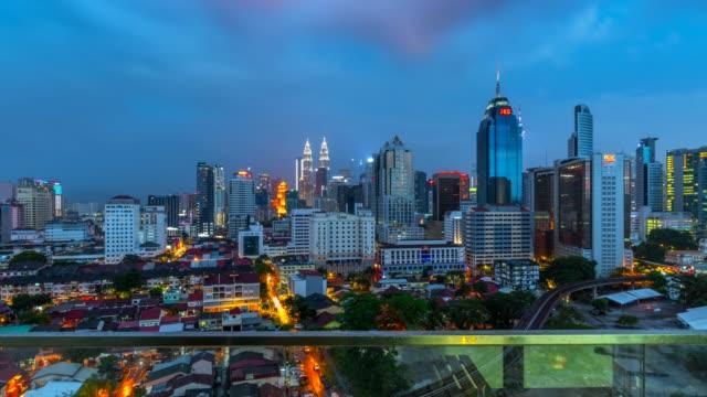 4k night scene time lapse  sky line and metro sky train of kuala lumpur city, malaysia - kuala lumpur video stock e b–roll