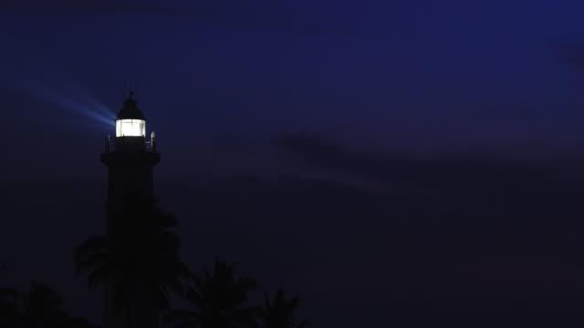 vídeos de stock e filmes b-roll de night seascape with lighthouse - torre estrutura construída