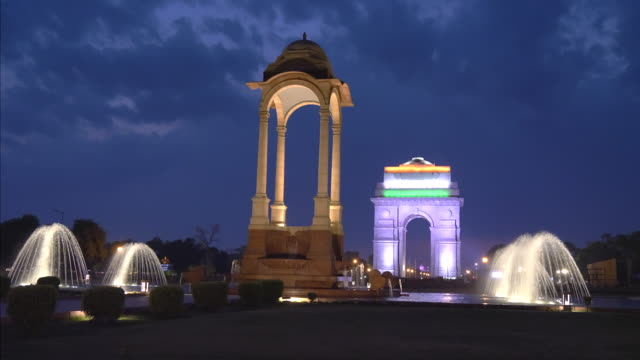 night shot of the canopy and fountains at india gate in new delhi - victorian architecture stock videos & royalty-free footage