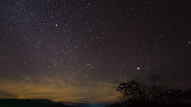 night sky with stars, time lapse video - полумесяц форма предмета стоковые видео и кадры b-roll