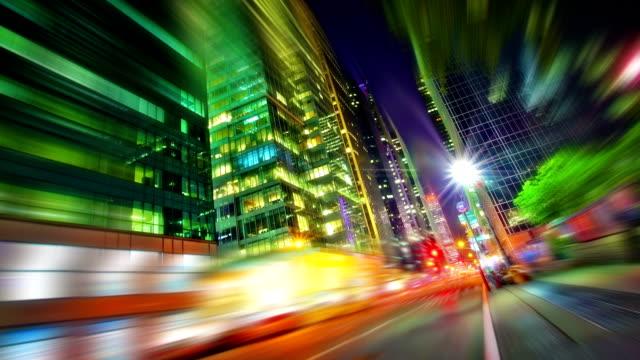 vídeos y material grabado en eventos de stock de night street - señalización vial