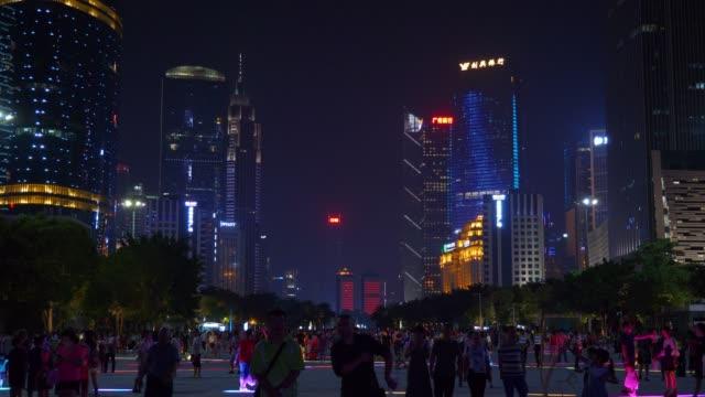 夜時間広州市混雑ダウンタウン パノラマ 4 k 中国 - 中国 広州市点の映像素材/bロール