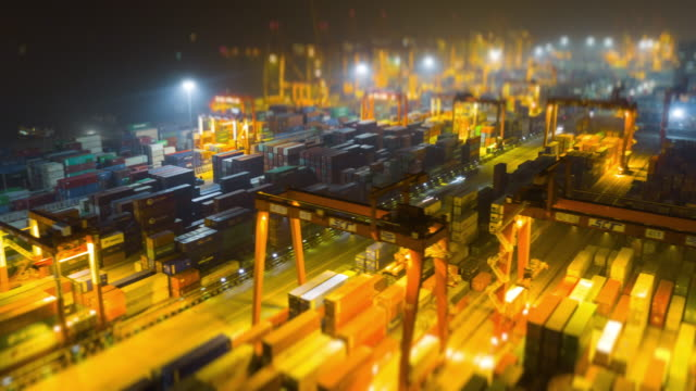 vídeos de stock e filmes b-roll de night time illuminated shenzhen city famous port aerial panorama 4k tilt shift timelapse china - docas