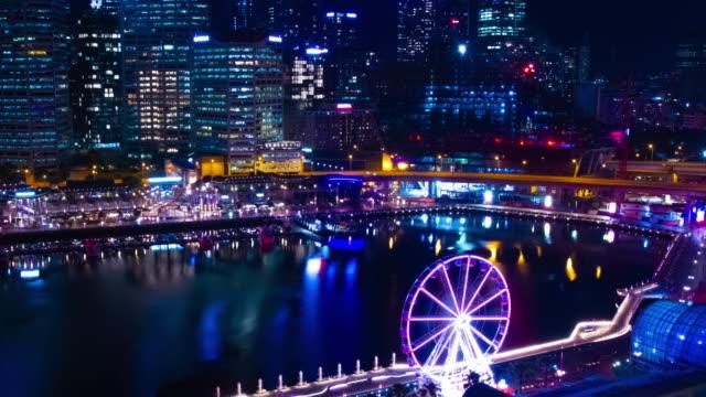 Ein nächtlicher Zeitraffer der Bucht am Darling Harbour in Sydney High Angle Wide Shot – Video