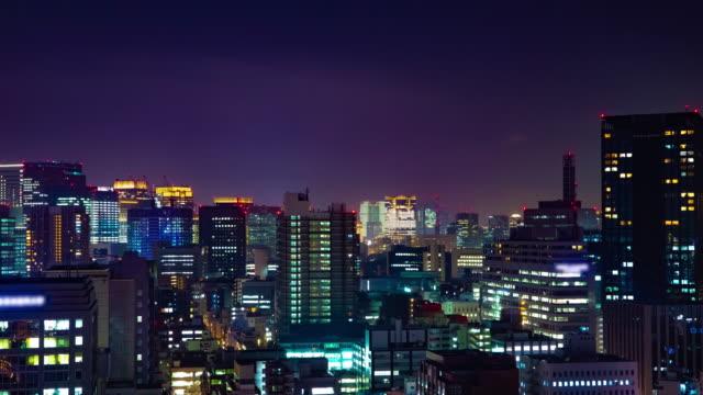 Ein nächtlicher Zeitraffer des Stadtbildes in der Stadt in Tokio mittelschuss – Video