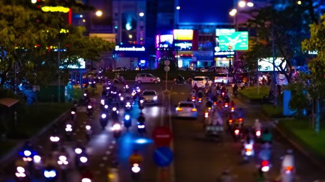 Ein nächtlicher Zeitraffer der Miniatur-Neonstraße in der Innenstadt von Ho-Chi-Minh-Vietnam-Kippschicht – Video