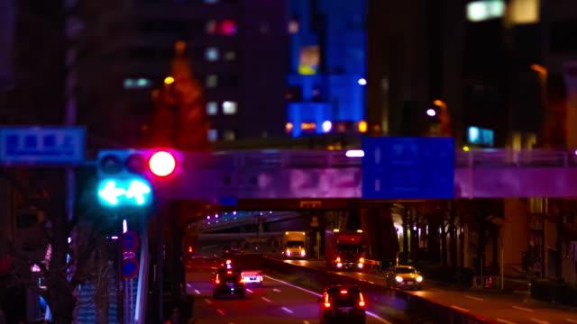 Ein nächtlicher Zeitraffer der Miniatur-Neonstraße in Shibuya Tiltshift – Video
