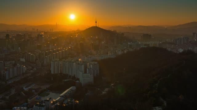 vídeos y material grabado en eventos de stock de noche a día timelapse amanecer escena del horizonte de la ciudad del centro de seúl en corea del sur - n seoul tower