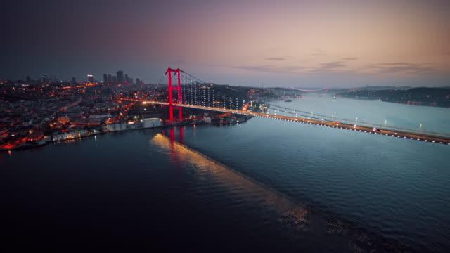 vídeos de stock e filmes b-roll de night view above istanbul, turkey - istambul