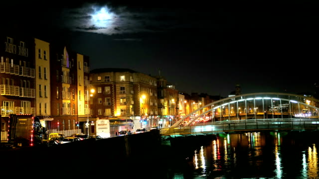Night view of famous Ha'Penny Bridge in Dublin, Ireland video