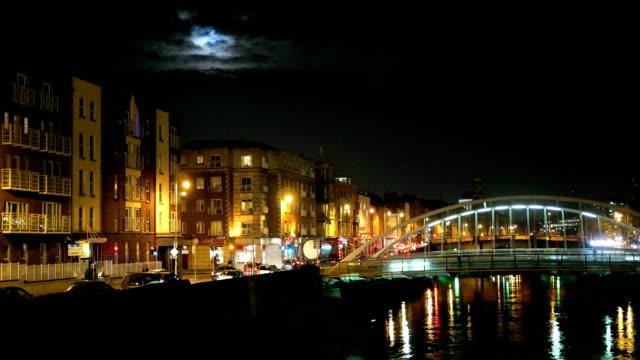 Night view of famous Ha'Penny Bridge in Dublin, Ireland video