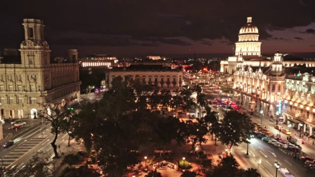 nachtansicht von parque central in havanna - cuba - havanna stock-videos und b-roll-filmmaterial