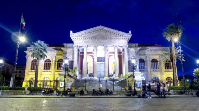 night view of teatro massimo in palermo, sicily, italy - palermo città video stock e b–roll