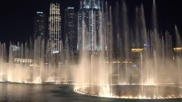 Night view of the dancing fountain - The famous Dubai Fountain show at night - Downtown Dubai | The Dubai Mall