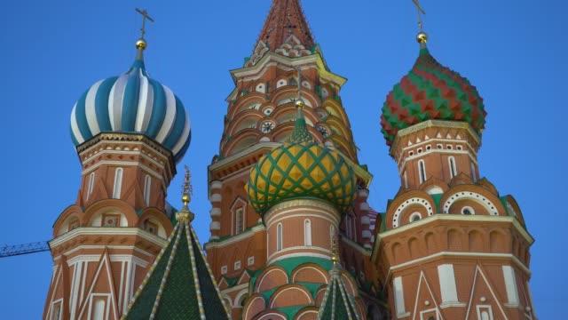natt syn på den belysta katedralen i st basil den välsignade närbild - vasilijkatedralen bildbanksvideor och videomaterial från bakom kulisserna