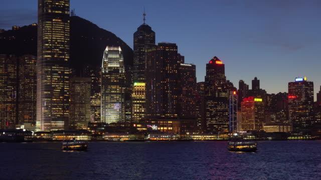 nattutsikt över victoria harbour / hong kong, kina - realtid bildbanksvideor och videomaterial från bakom kulisserna