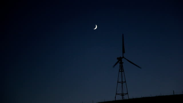 night winds under the moon video