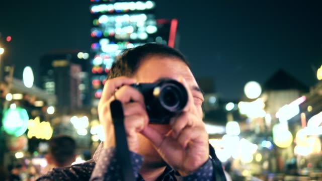 nattliv: ung asiatisk man fånga bilder - pattaya bildbanksvideor och videomaterial från bakom kulisserna