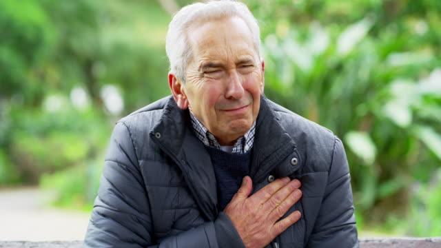 vídeos de stock e filmes b-roll de no one is immune to heart disease - ataque cardíaco