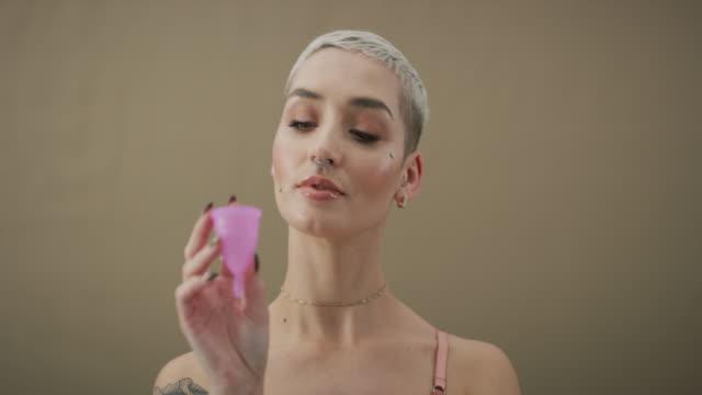 vídeos y material grabado en eventos de stock de sin tampones, sin problema - cabello corto
