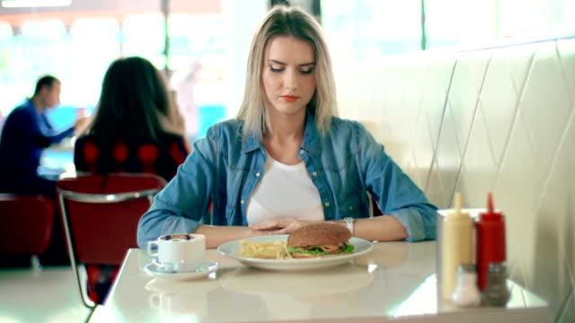 vídeos y material grabado en eventos de stock de nº de comida rápida - gastronomía fina