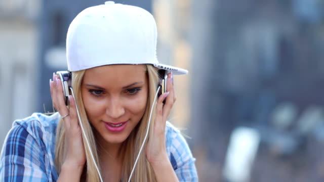 Nodding Head to Music video