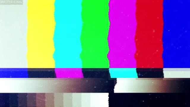 noise on tv screen. bars of analog tv static moving. - cassetta video stock e b–roll
