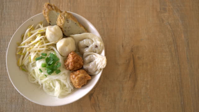 noodles bowl with fish ball video