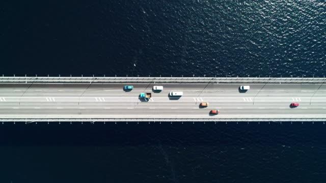 vídeos de stock e filmes b-roll de nord aerial view of highway and bridge in city on a sun day - ponte