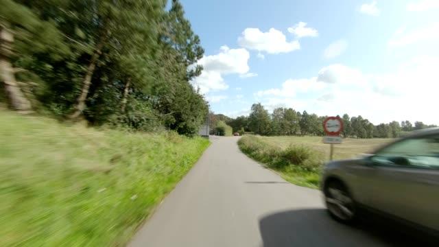 vidéos et rushes de nord sjiland xiv série synchronisée plaque de conduite de vue arrière - image projetée