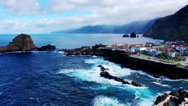 vídeos de stock e filmes b-roll de north coast of madeira island, portugal - ilha da madeira