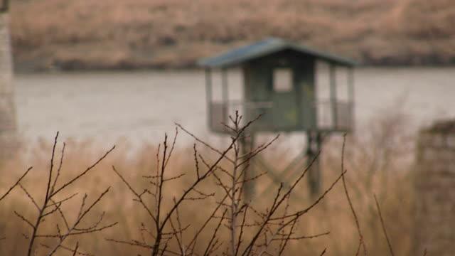 vidéos et rushes de frontière avec la corée du nord par câble et de la frontière maison - nord