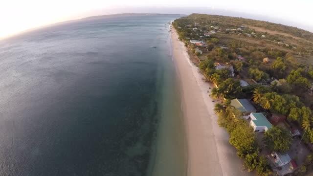 norra madagaskar kustlinje, ariel utsikt över ramena village - madagaskar bildbanksvideor och videomaterial från bakom kulisserna