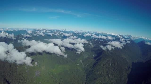 vídeos de stock e filmes b-roll de north shore mountains, bc canada - montanha costeira