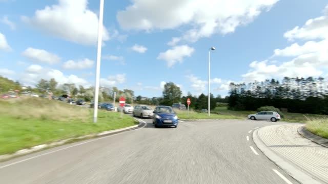 vidéos et rushes de nord-zélande iv série synchronisée plaque de conduite de vue arrière - rond point