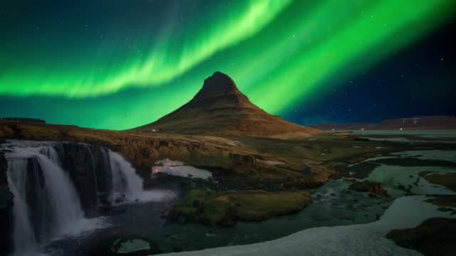 northern light (aurora) or polar light in the night sky kirkjufell iceland - aurora boreale video stock e b–roll