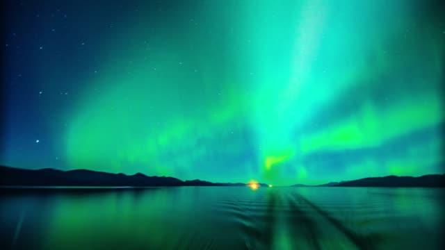 光の オーロラ ボレアリス から船で海 ビデオ