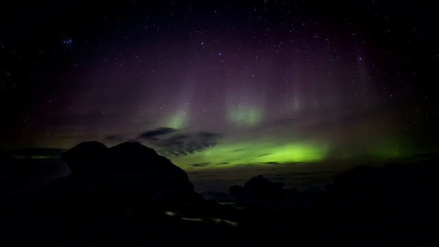 Northern Lights over the Arctic glacier ice-Spitsbergen, Svalbard - vídeo