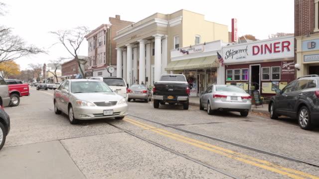 northport, ny - main street usa - bloccata sul colpo - caffetteria video stock e b–roll