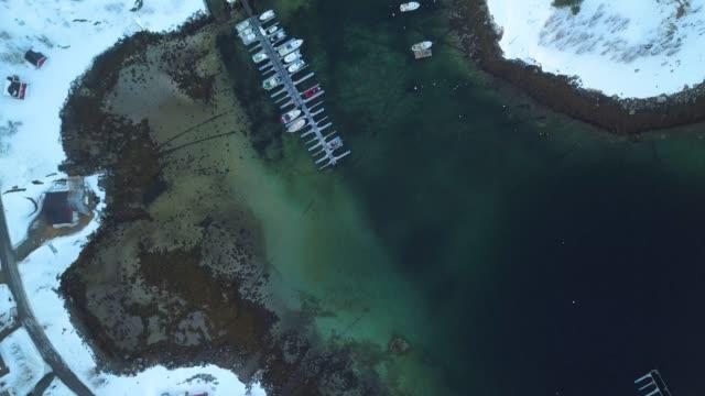 stockvideo's en b-roll-footage met noorwegen loenvatnet in tromsø luchtfoto uitzicht over de baai en de pier - baai
